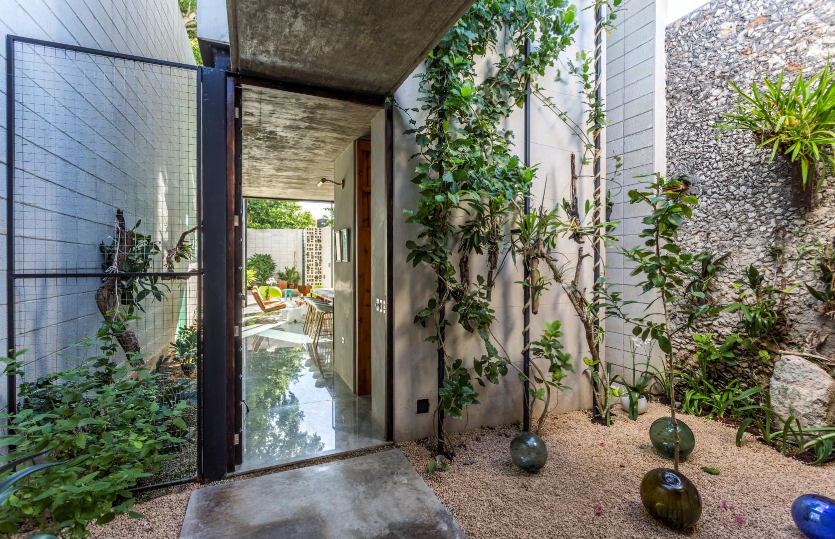 Raw House courtyard