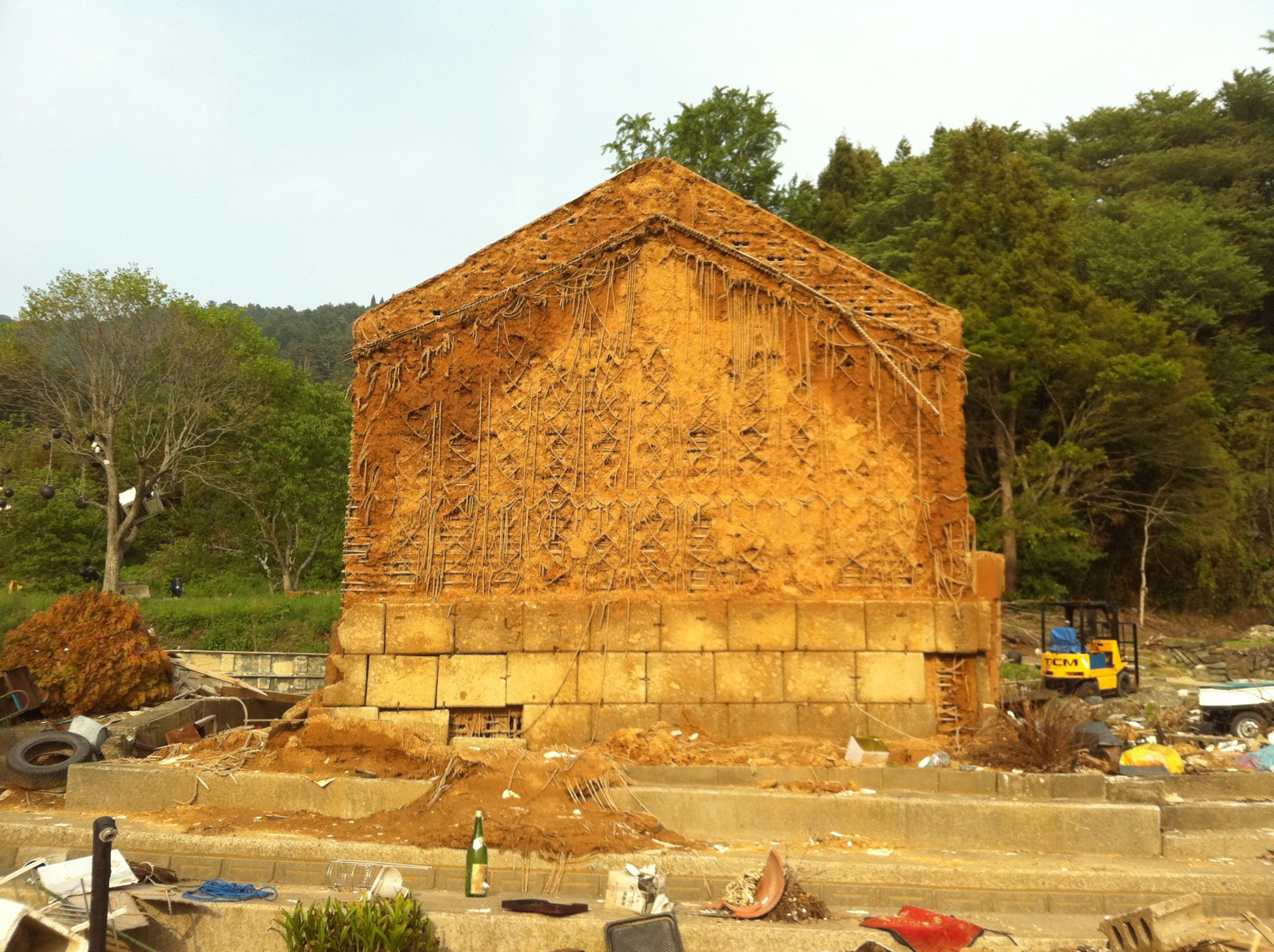 This <i>kura</i>, a traditional storehouse, survived the tsunami. Photo by Maiko Sugawara.