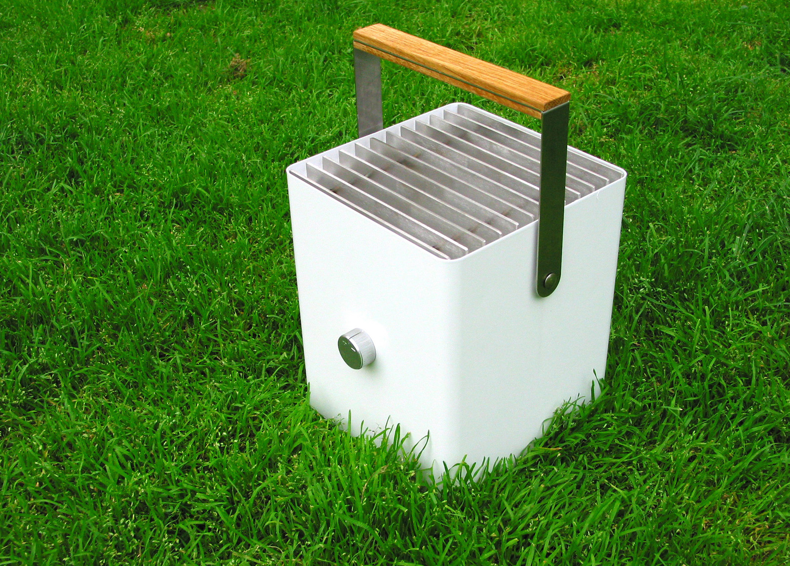 The Cityboy Picnic Grill by designer Klaus Aalto for Finnish manufacturer Selki-Asema.