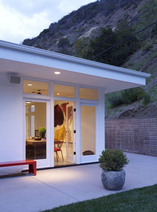 "The exterior of the Beverly Hills Canyon Residence by Curated. Photographed by <a href=""http://www.joshuamchugh.com/"">Joshua McHugh</a>."