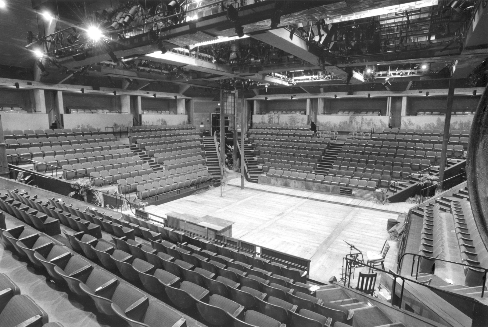 The original Arena Stage complex, designed by Harry Weese, included the 680-seat Fichandler Stage (1961)—the country's first permanent theater-in-the-round facility—and, a decade later, the thrust-stage 500-seat Kreeger Theatre, both now listed as histori