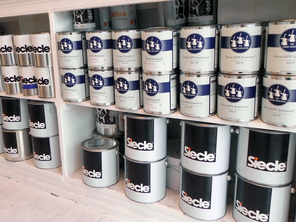 "All of Simon's own brand Siecle paint is made in Holland to his own specific ratios of resin, chalk, and water. ""The company I work with makes it in a machine that looks like a giant Kenwood mixer.""  As well as his own special blend, Simon also sells Dutc"