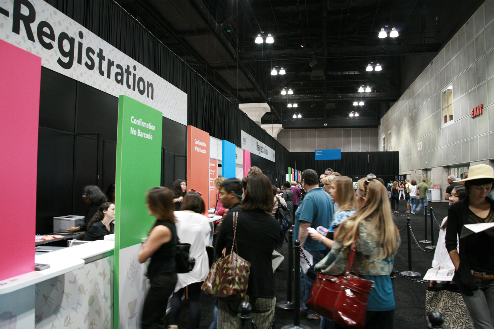 The first throng of attendees appeared a bit before 10 a.m., when the doors to Dwell on Design opened.