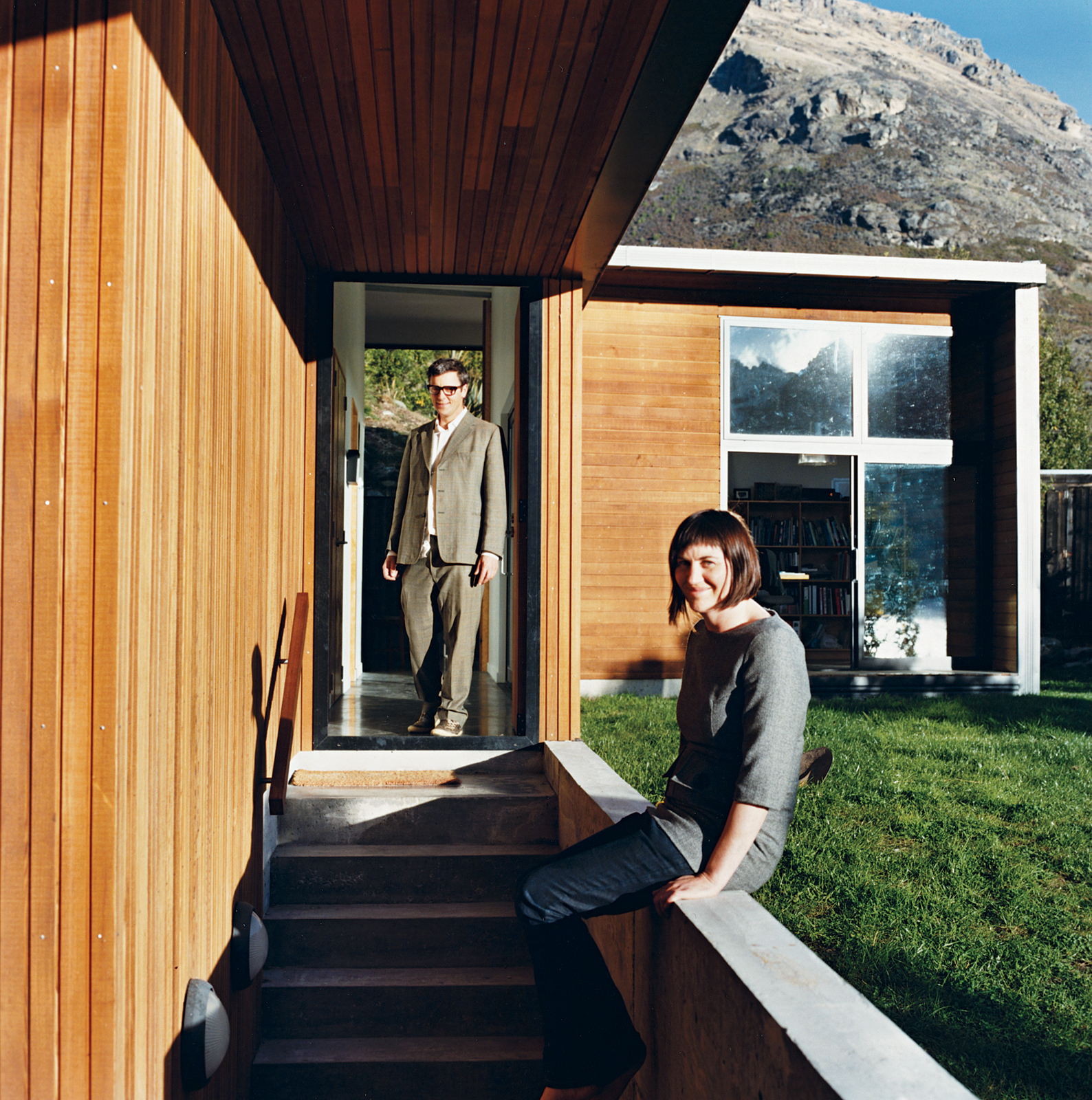 When Bronwen Kerr and Pete Ritchie decided to relocate from New Zealand's capital, Wellington, to Queenstown, on the country's South Island, they designed a new home for themselves and their three children on a site Ritchie had purchased when he was livin
