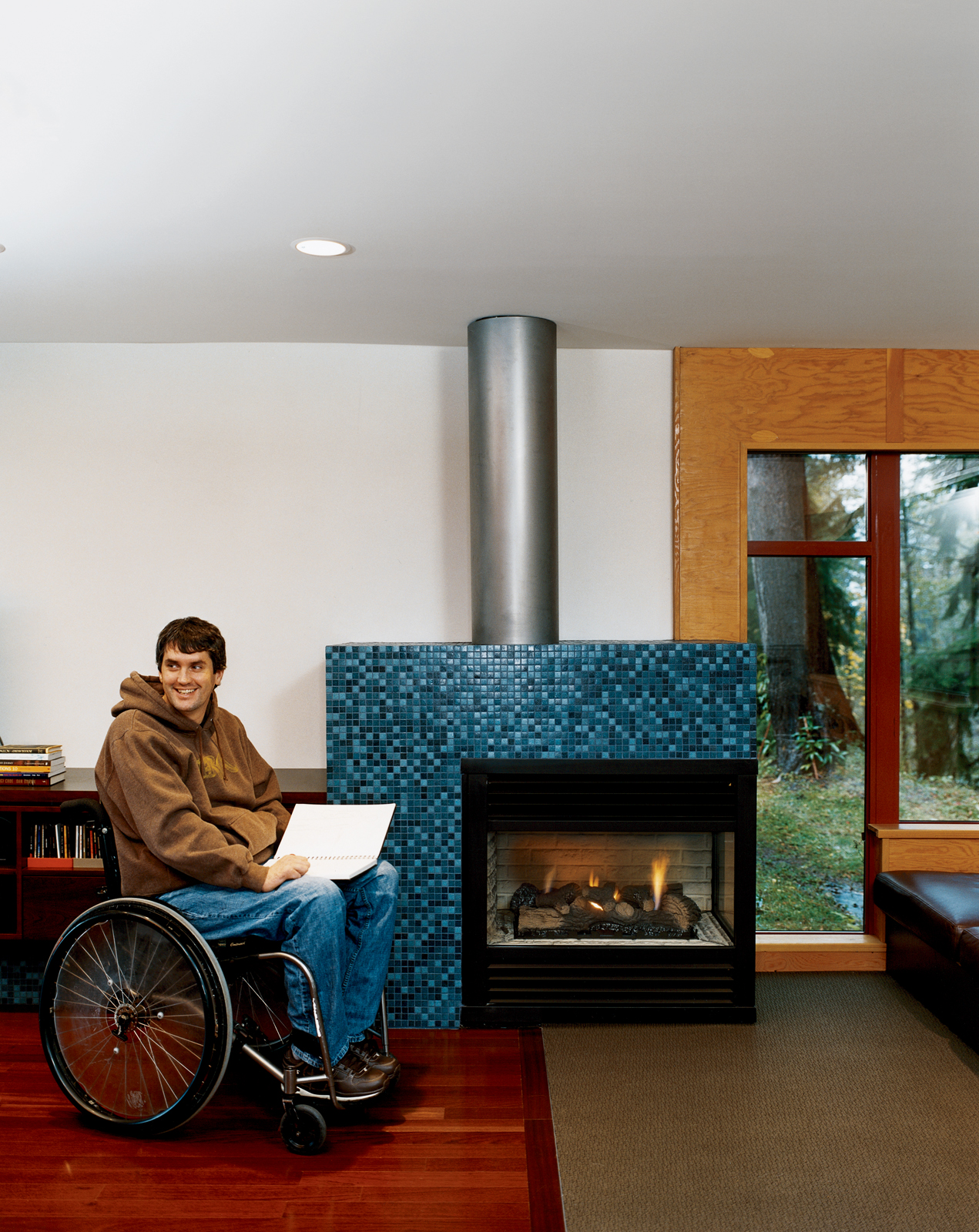 "The process of building his home was a creative project for Murray Siple, from the art on the walls to the placement of windows to frame views. ""Architecture is filmic,"" he explains. ""Just like in film, you show people what you're trying to express."""