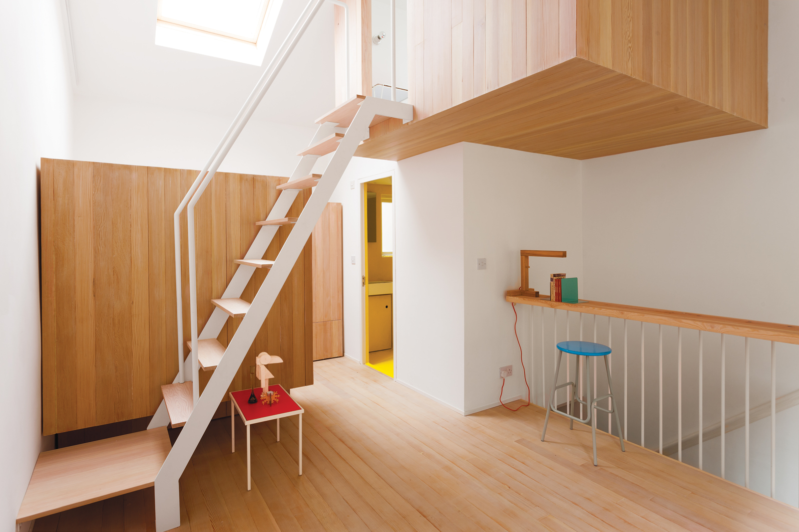 Modern bed pod staircase area with wooden flooring