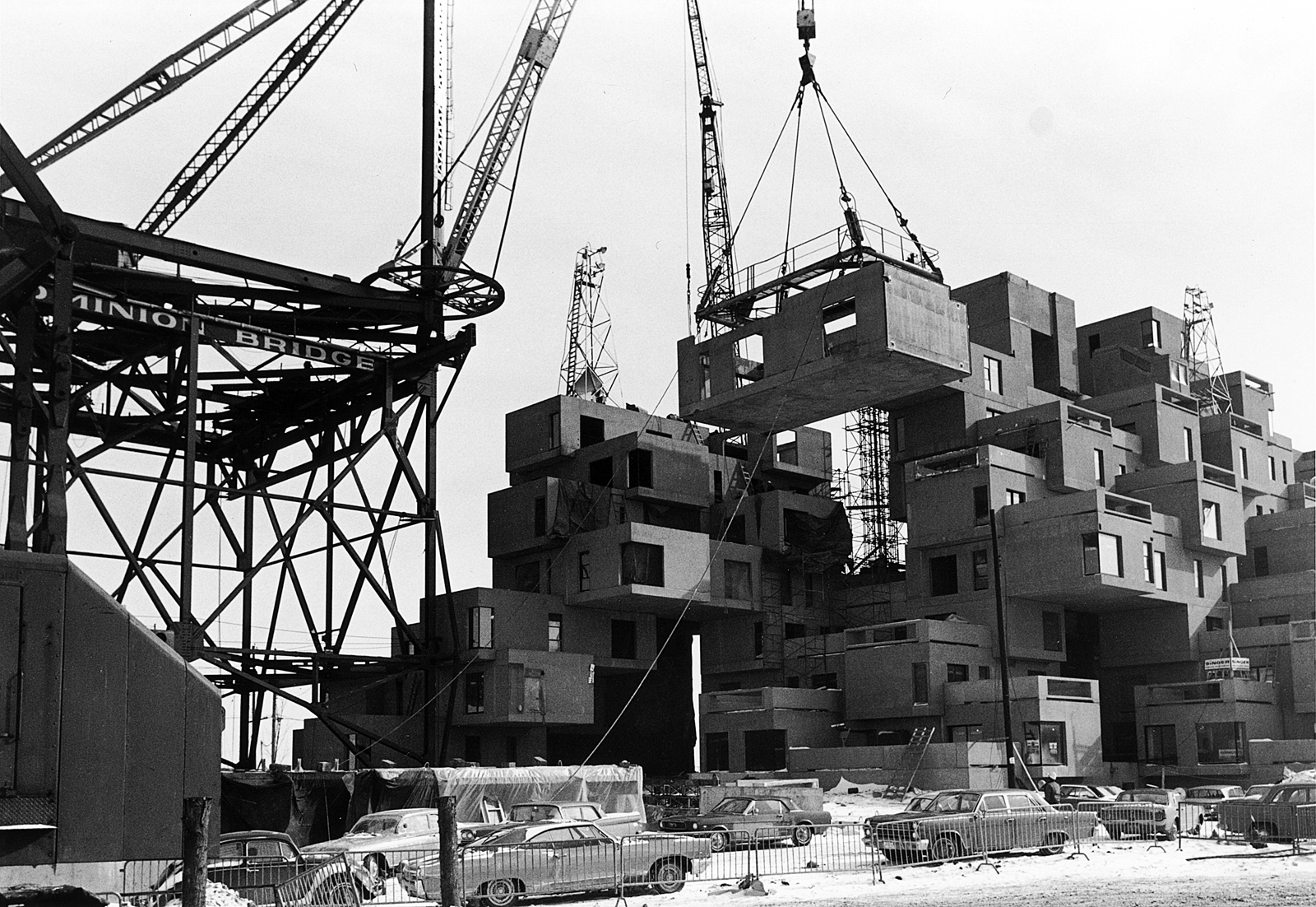 Construction of Habitat '67 building