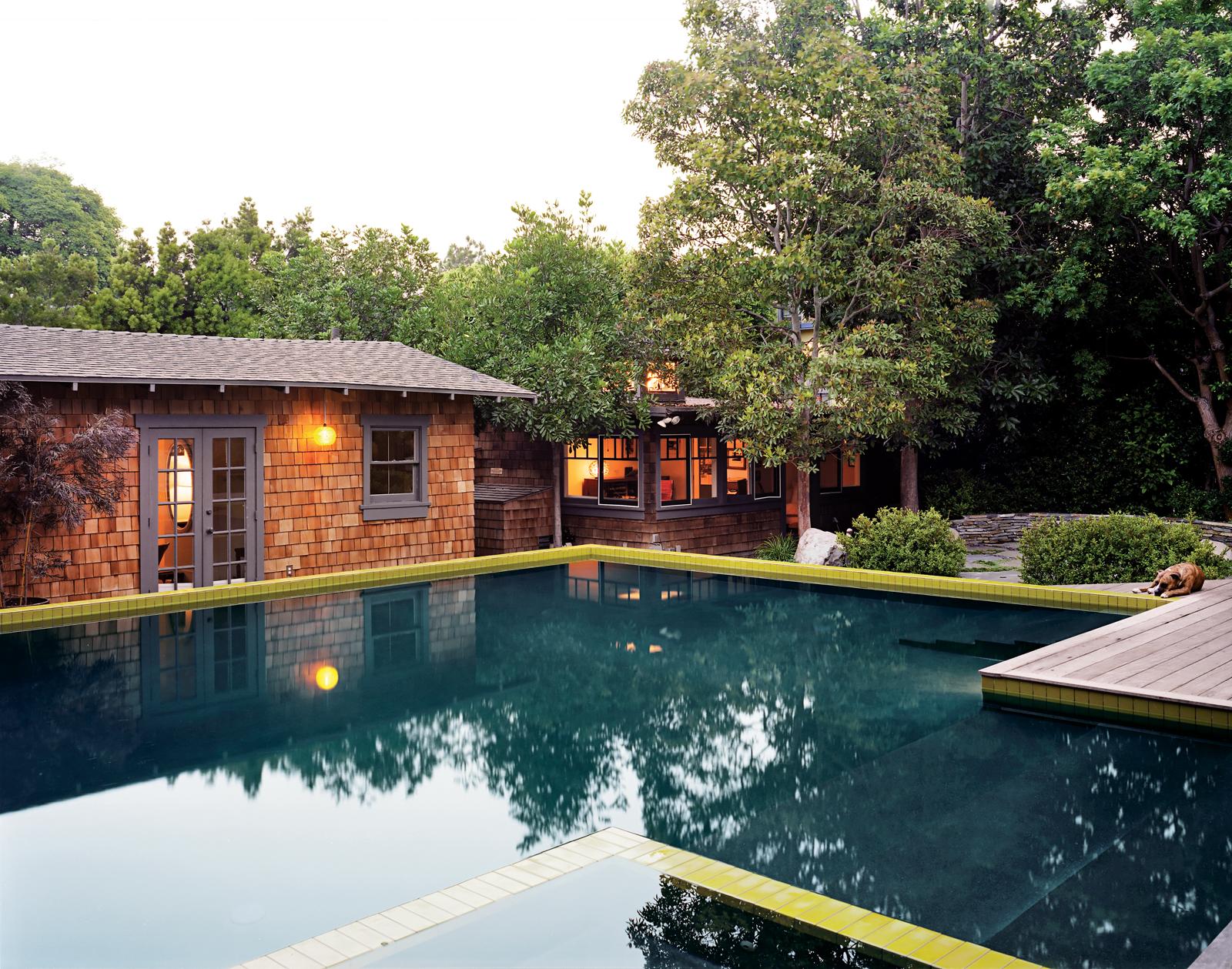 Modern pool house in Santa Monica