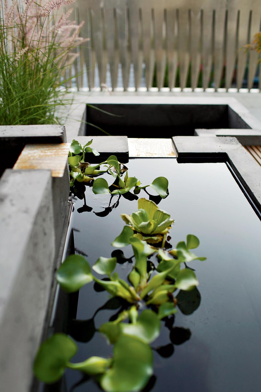 howeler yoon garden concrete fountain