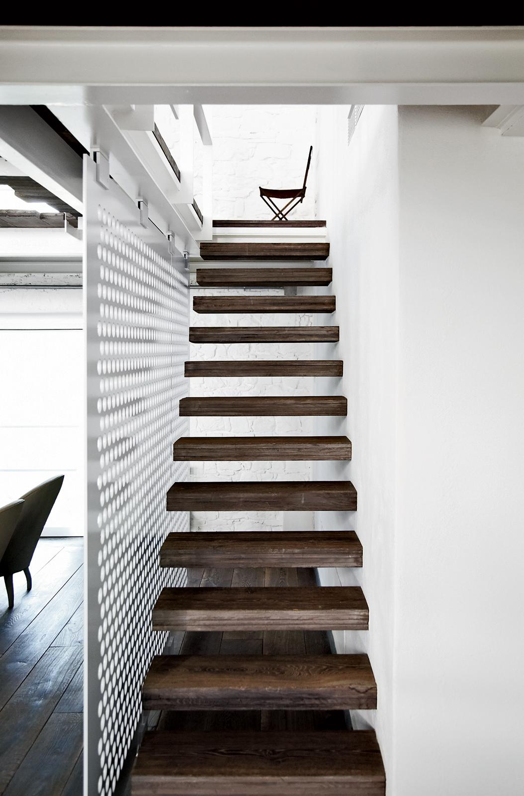 Modern slender staircase.