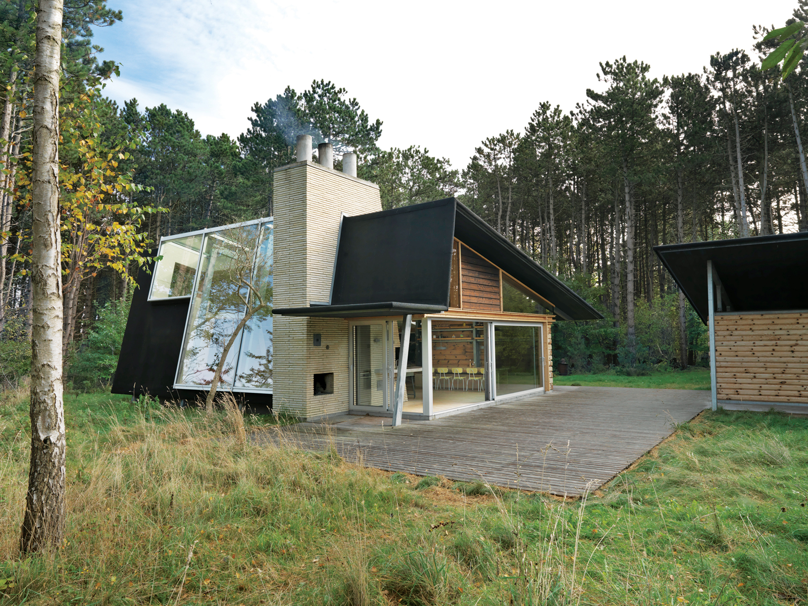 Danish summer house designed by Jesper Brask.