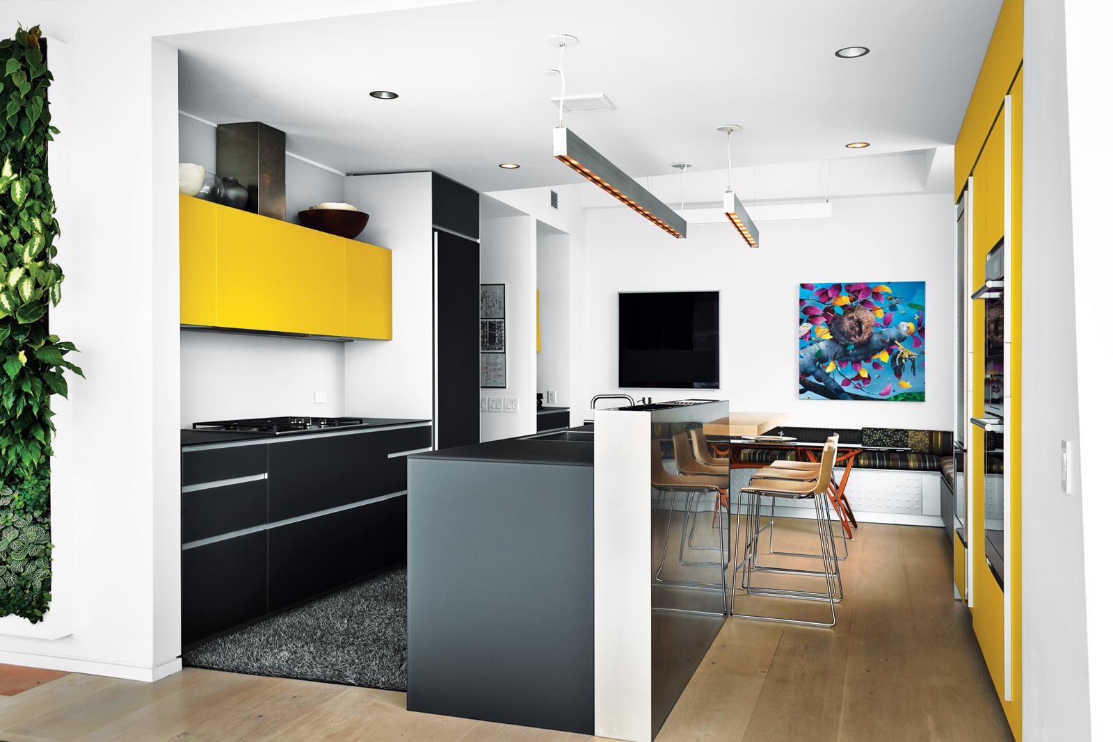 Modern kitchen with Artematica itrum glass system