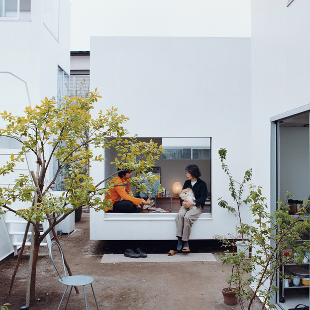 moriyama house courtyard portrait  0
