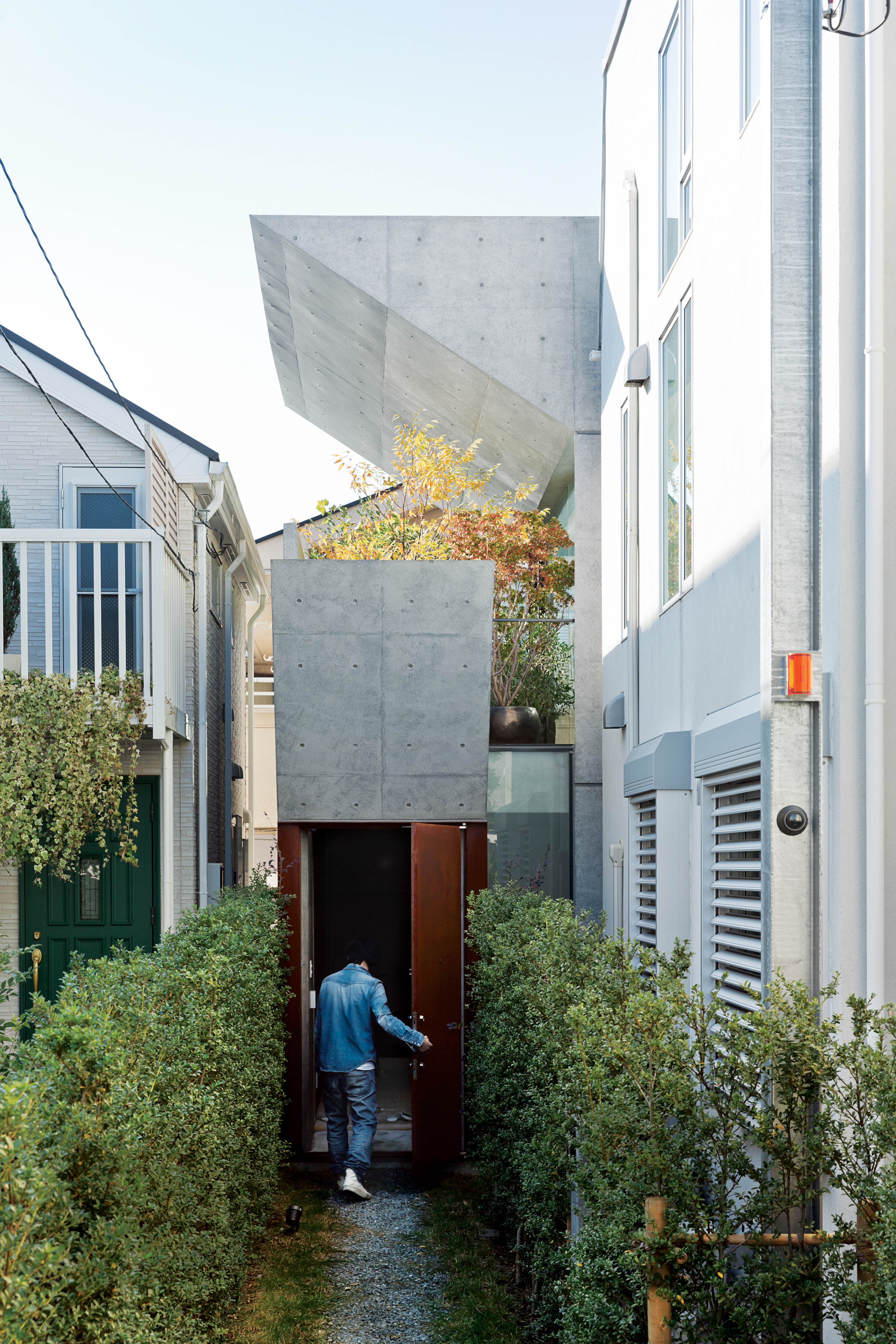 open plan concrete home japan exterior