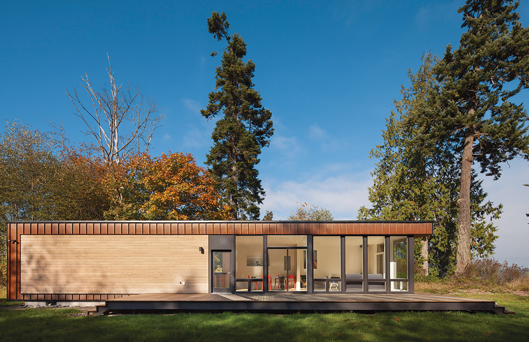 Compact prefab clad in Cor-Ten steel and cedar