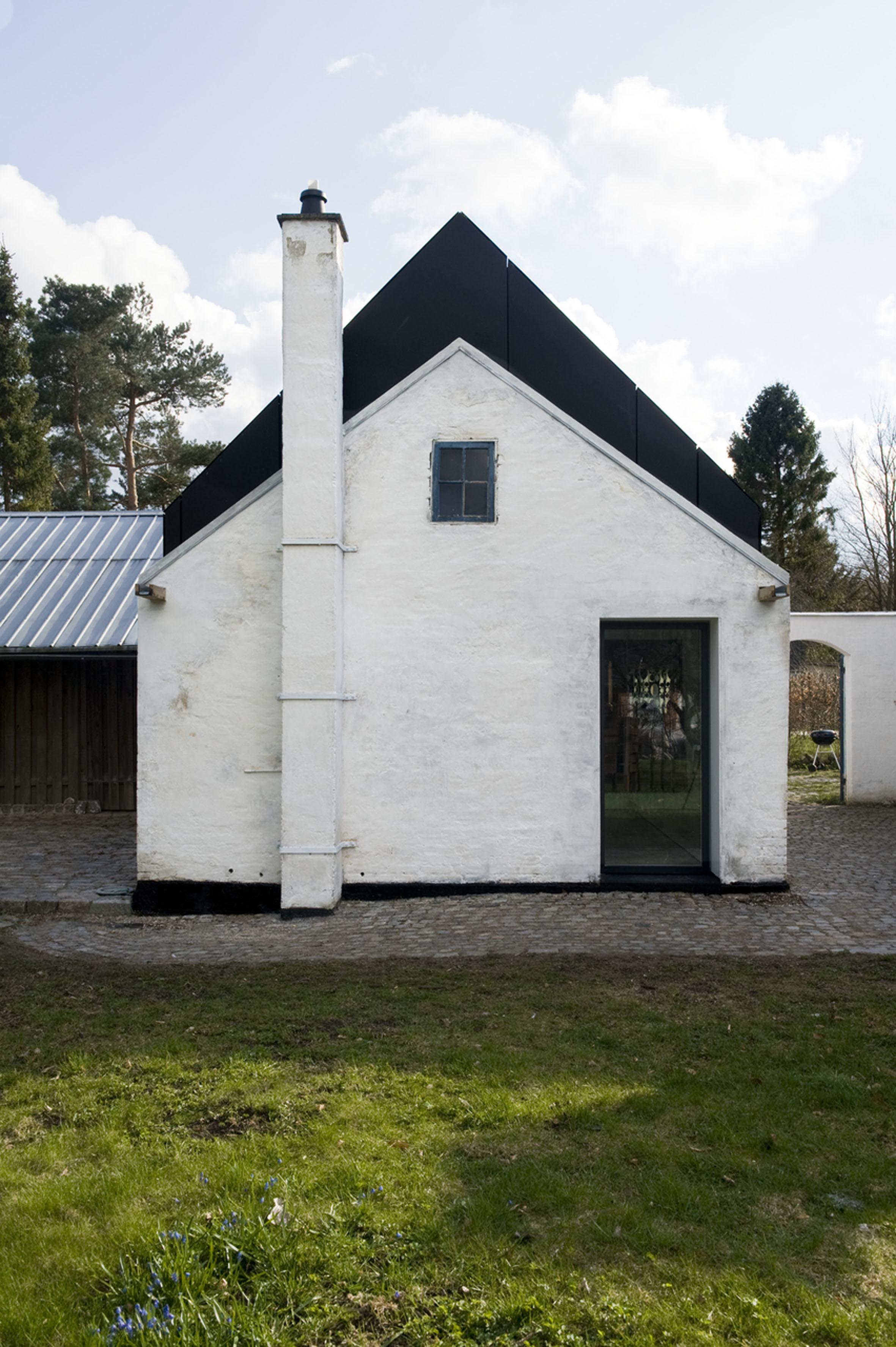 Farum house view of the facade.