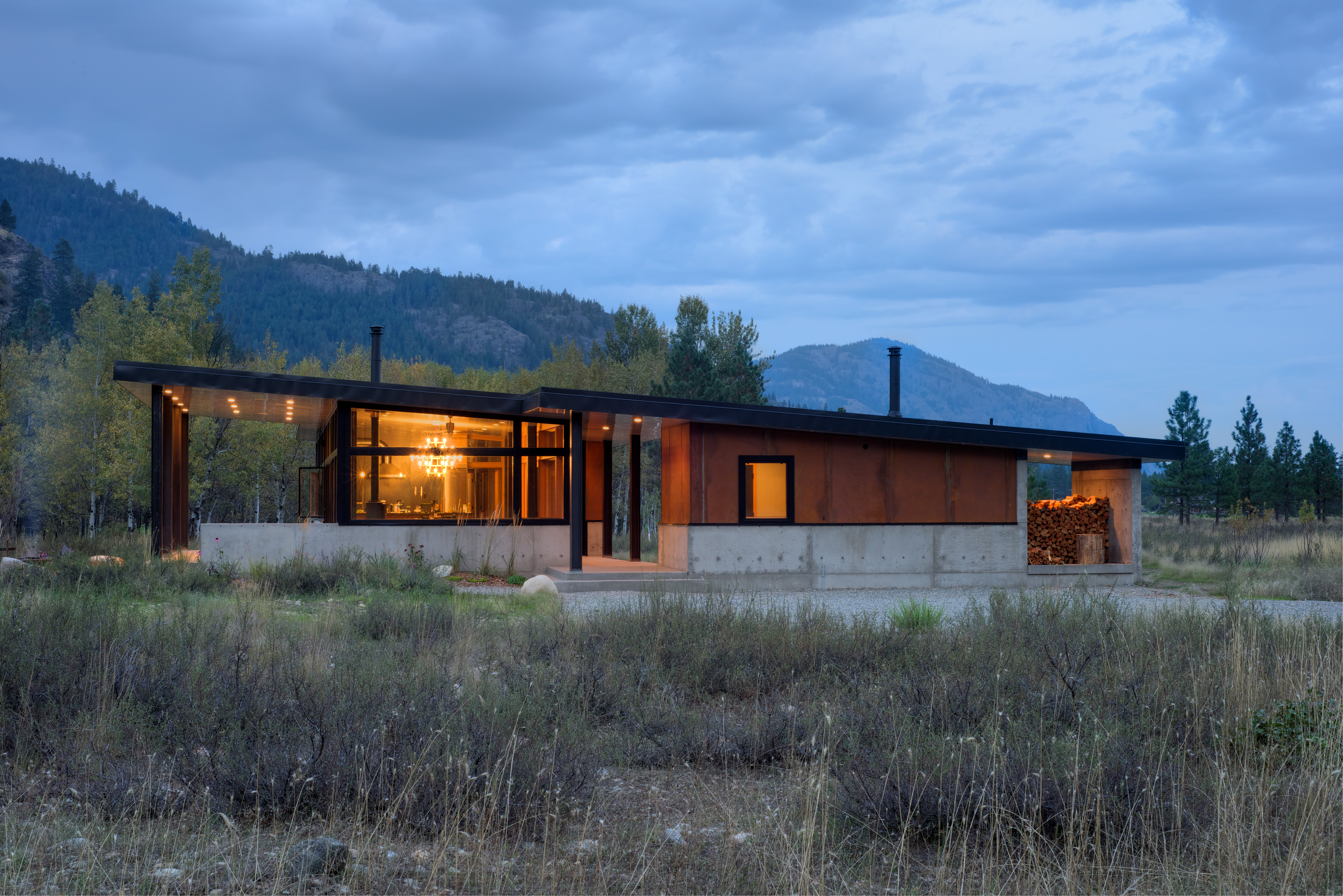 House in the Washington mountains with a separate sauna room