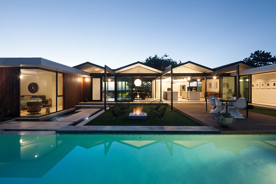 Dwell on Design Los Angeles South Bay Home Tour 2015 Midcentury Architect Pierre Koenig Renovation Robert Sweet Henbest House Rancho Palos Verdes California