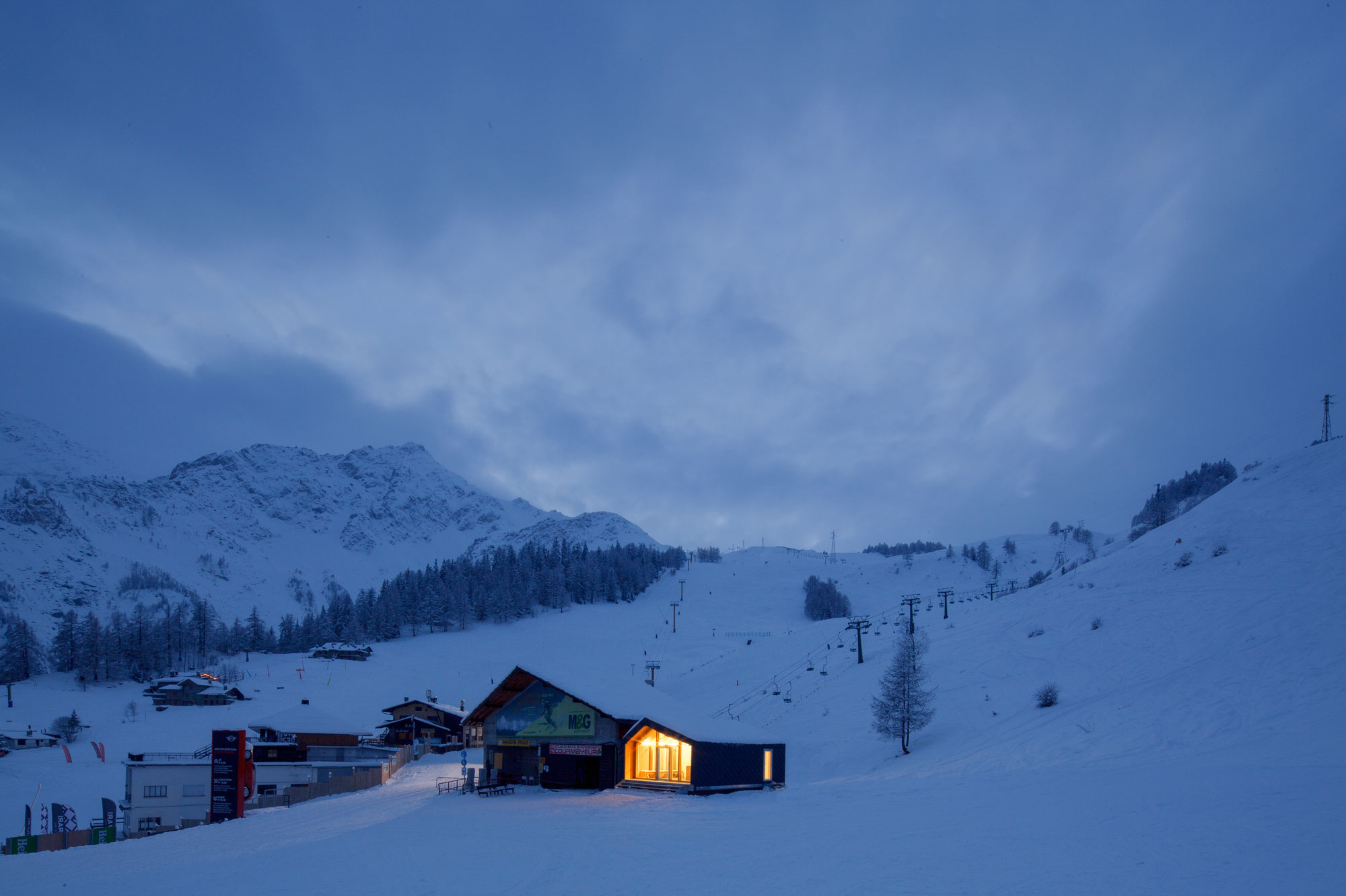 The prefab Courmayeur Ski & Snowboard School near Mont Blanc.