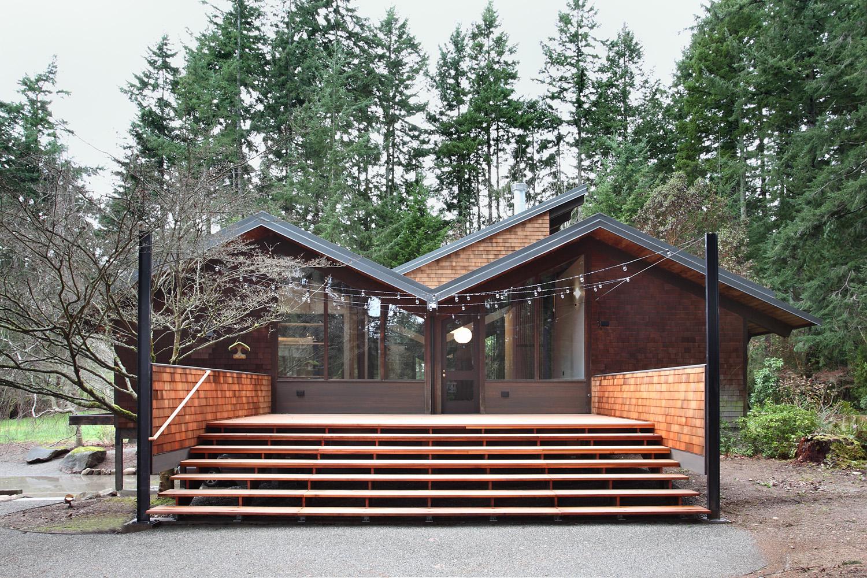 Japanese-Inspired Bainbridge Island house rear deck
