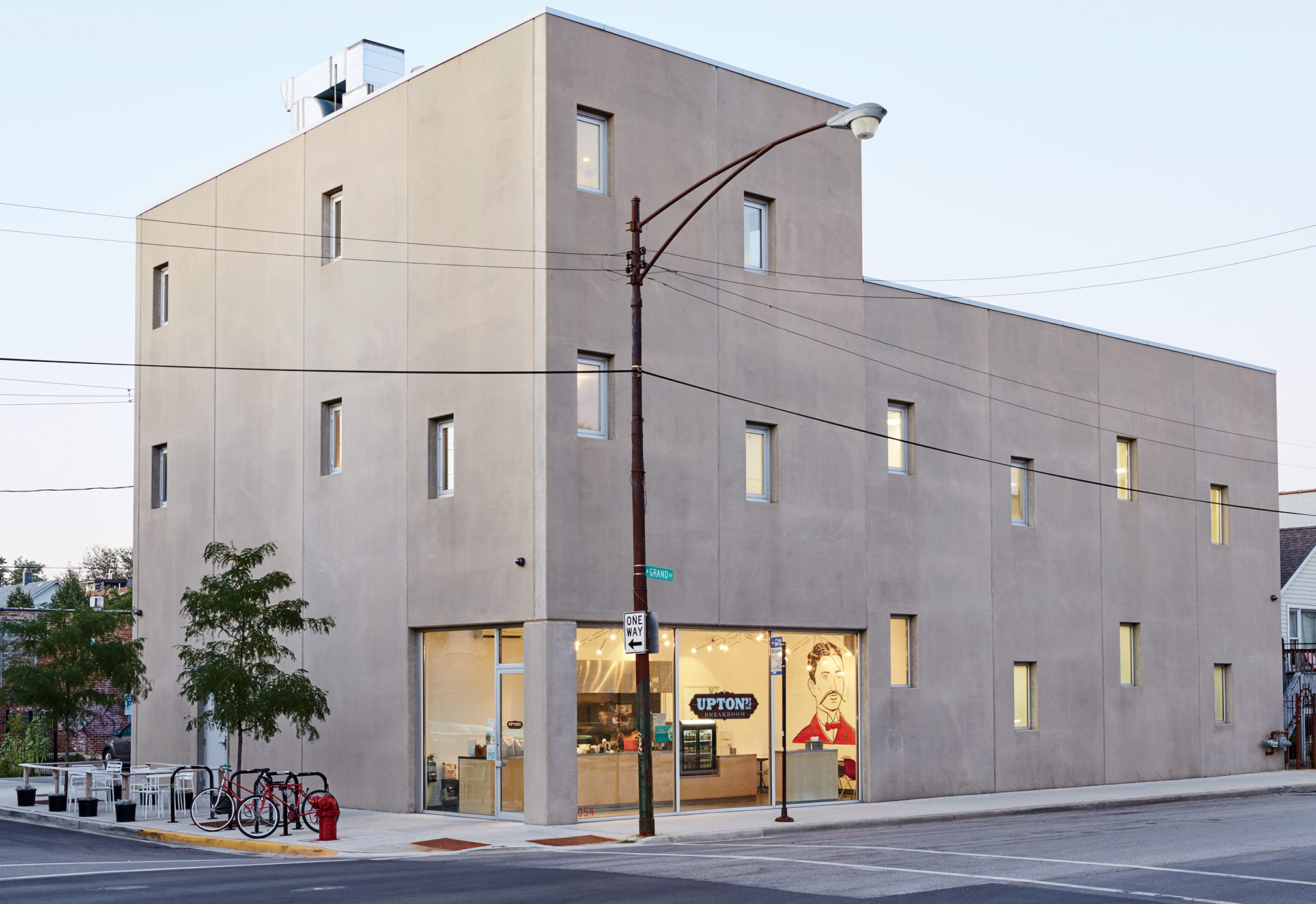 Mondern prefab Chicago live/work space by UrbanLab facade with Dukane Precast concrete panels