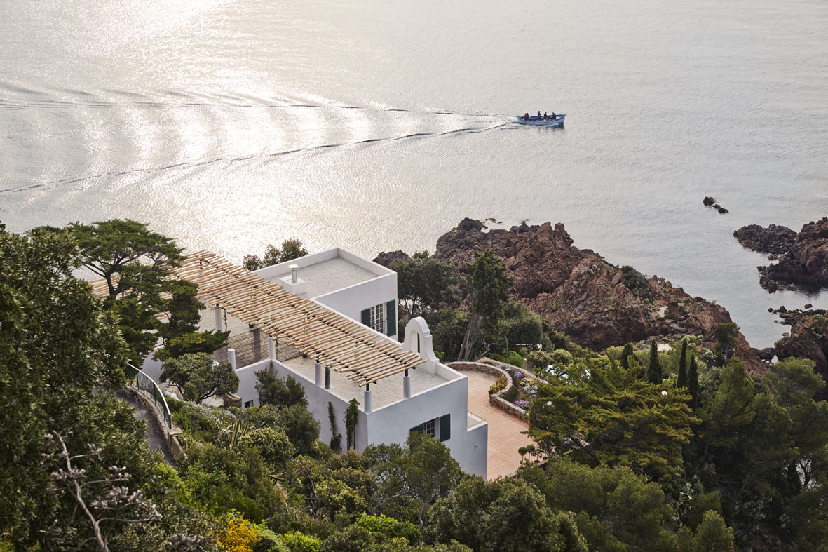 Villa Le Trident in the French Riviera renovated by 4a Architekten.