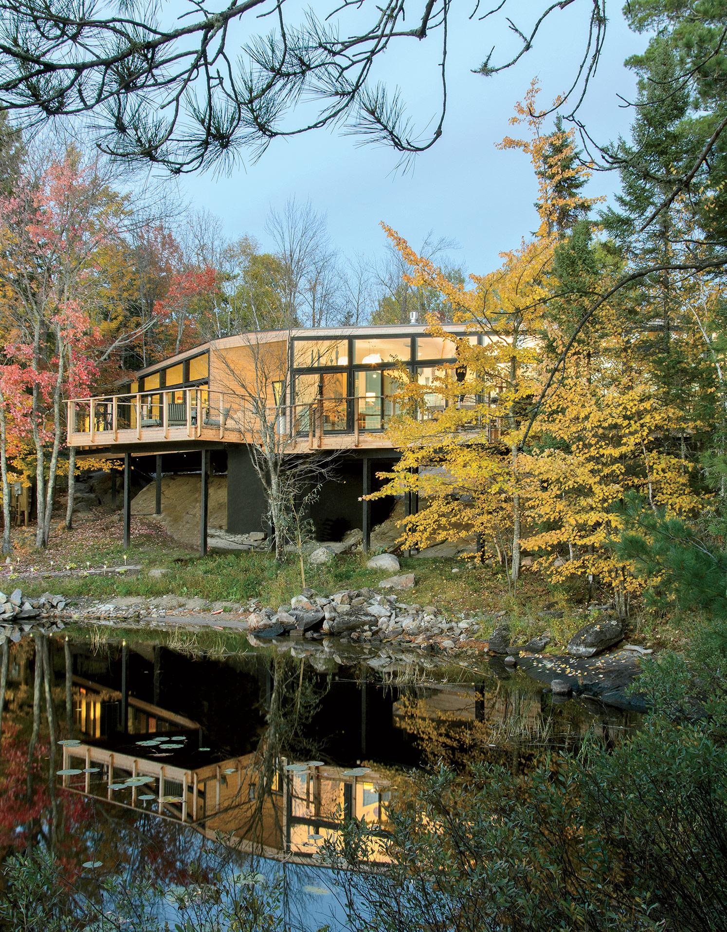 Modern prefab lakeside home in Ontario, Canada facade