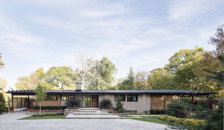Midcentury renovation in Laval, Canada