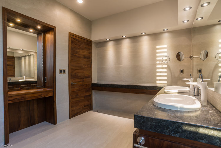 A bathroom with fixtures by Hansgrohe and Villeroy & Boch.