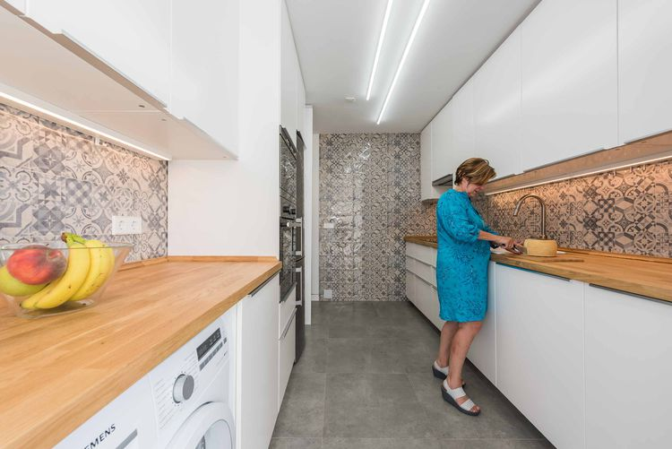 Casa MJE kitchen with ceramic tiling