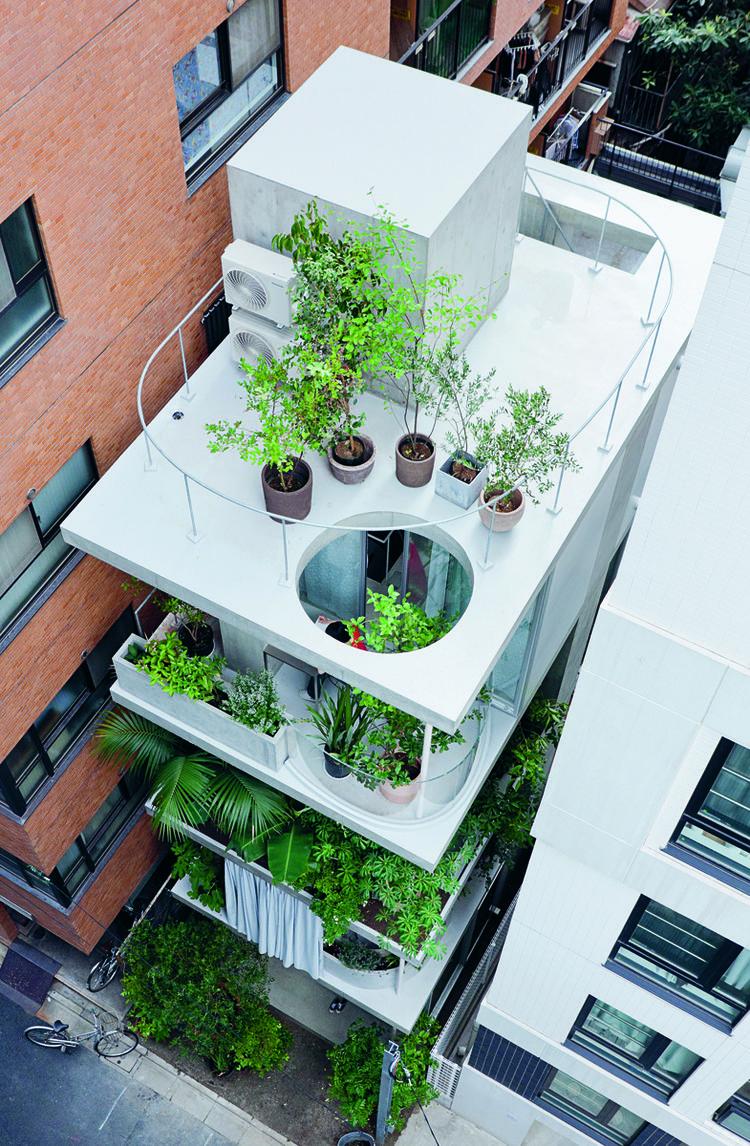 "Garden & House by Ryue Nishizawa, 2011, Tokyo, Tokyo Prefecture, featured in ""Jutaku: Japanese Houses"" (Phaidon)"