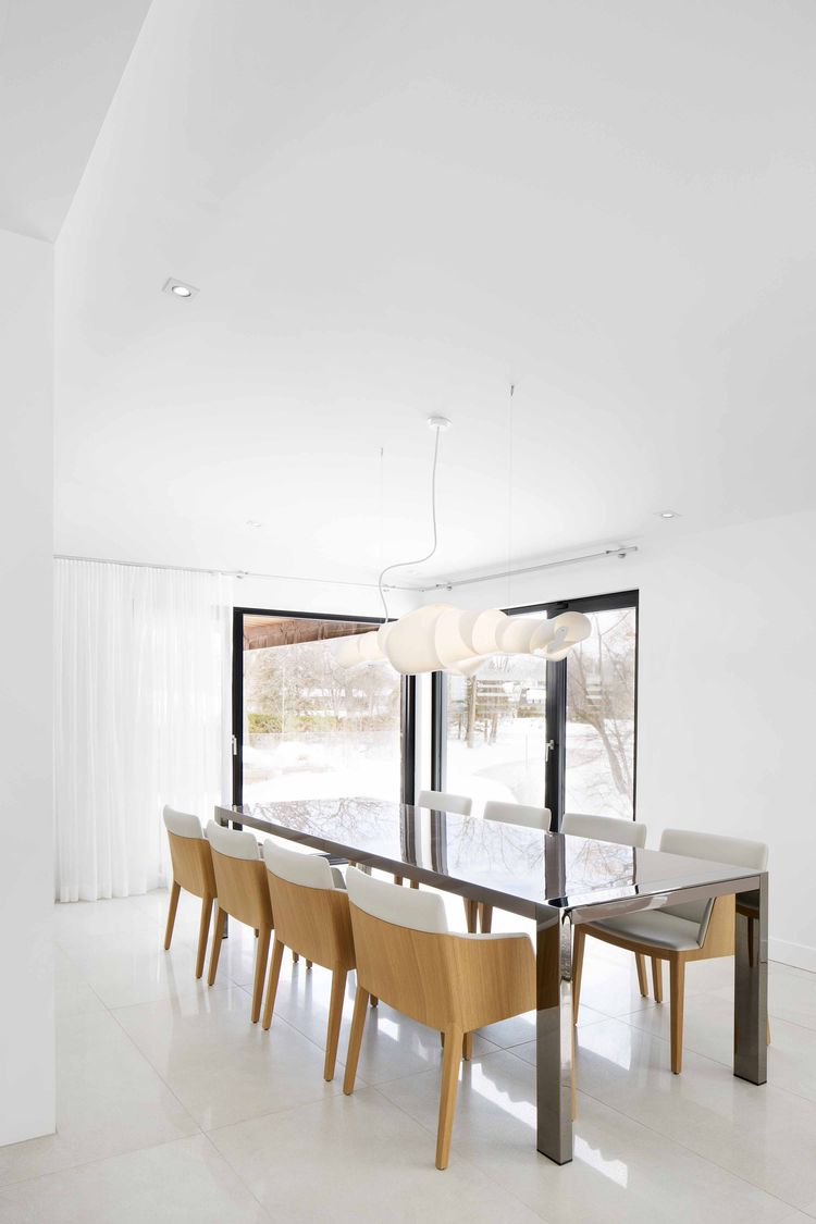 Dining room in a minimal midcentury renovation
