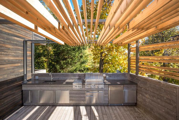 Outdoor kitchen in Quebec