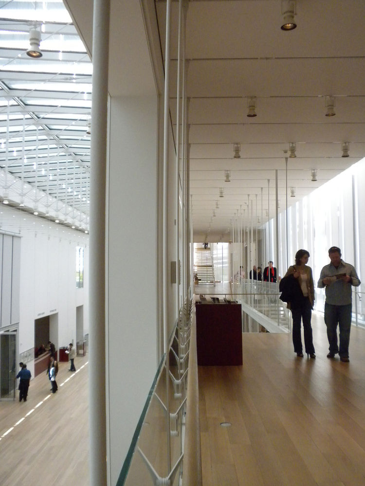 The Modern Wing's double-skin envelope creates a climate-controlled interior that helps regulate the temperature and humidity in the galleries. The white oak flooring extends through the space, including the benches, designed by Piano to match the floors.