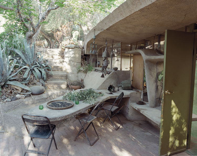 Architect Paolo Soleri lives in a wood-frame house in his Cosanti complex (which includes his home, office, and workshop) in Scottsdale, Arizona. Soleri was a student of Frank Lloyd Wright and the influence of the master's organic architecture is clear in