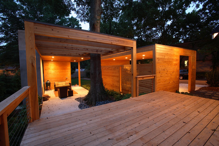Todd, a software developer, met Carpenter when the two collaborated on website projects. As the Dominey family grew, Todd and his wife, Heather, both fans of the Case Study Houses and the work of Alvar Aalto, Richard Neutra, and Donald Judd, asked Carpent