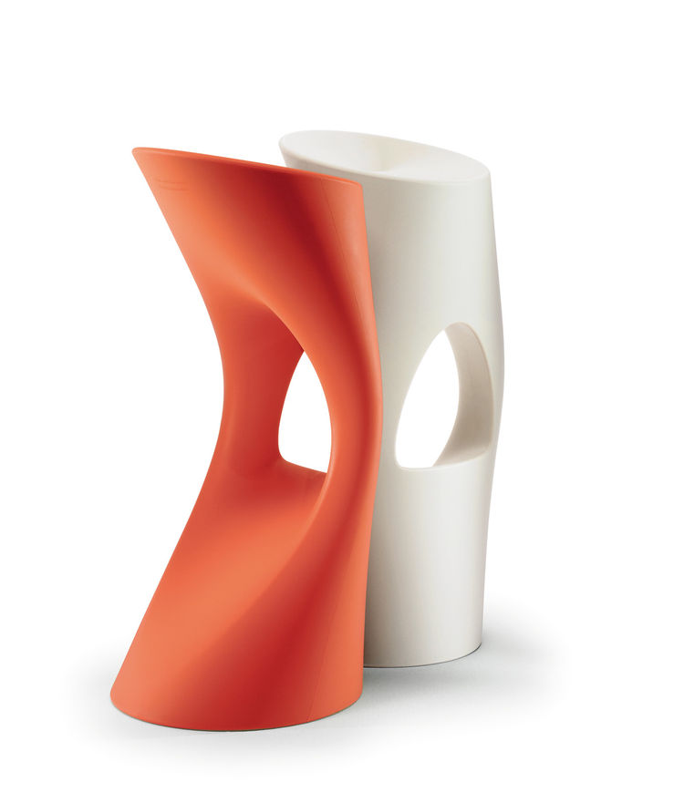 "The modern and ergonomic ""Flod"" stool boasts a clever footrest and proves to be stylish and comfy. By <a href=""http://www.gerardmoline.com/en"">Azuamoline</a> (Martín Azúa and Gerard Moliné) for <a href=""http://www.mobles114.com/english/home.html"">Mobles 1"