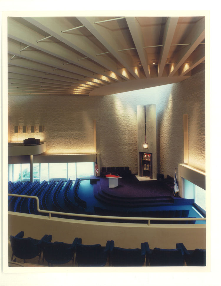 Though he didn't describe himself as terribly religious, Hisaka did find a kind of numinous abstraction worked well for the B'nai Jeshurun Temple in suburban Pepper Pike, OH. Though the space is largely devoid of religious ornamentation, the color scheme