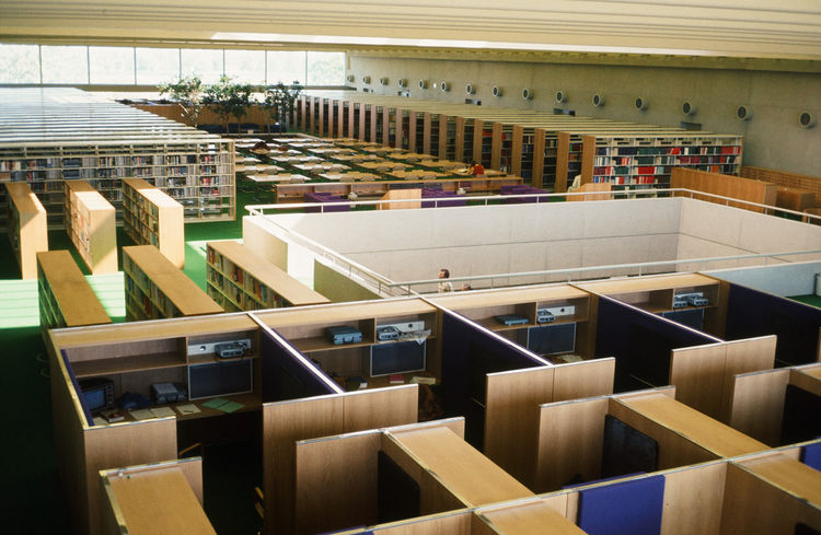 """The library inside offers both order and color. Architectural Record described the building as having """"spaces that flow into each other in a family of lively and colorful images, each distinct, but each belonging to an easily recognizable whole."""" Photo co"""