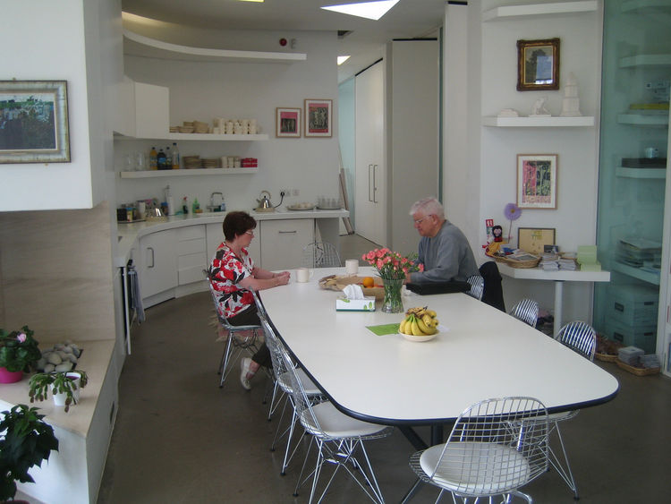 """I had a nice chat, as well as a cup of coffee and a stellar shortbread biscuit, with Ruth McCabe (left) of Maggie's Center. The main space of the center, and the one to which many visitors gravitate, is what is ostensibly the dining room. """"There's a warmt"""