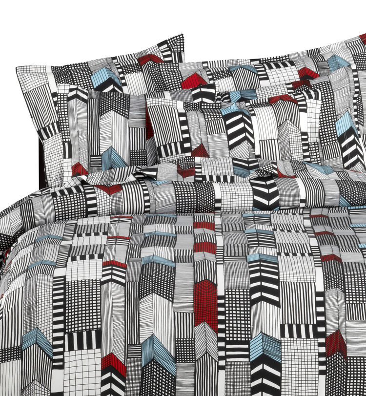Louekari has been a prolific Marimekko contributor in recent years. In 2007 she created this graphic pattern called Ruutukaava.
