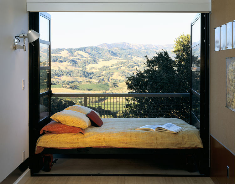 "On a hilltop in Sonoma, California, the House in Dry Creek Valley by <a href=""http://www.fernauhartman.com/"">Fernau & Hartman Architects</a> overlooks wine country's rolling hills and valleys of vineyards. It'd be hard to beat waking up to this view of th"