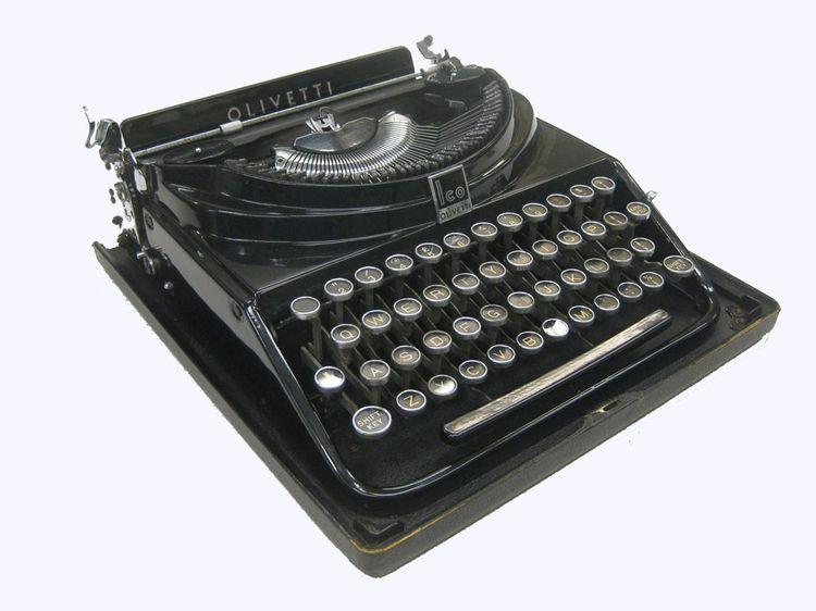 MP1 typewriter designed in 1932 by Aldo Magnelli for Olivetti.