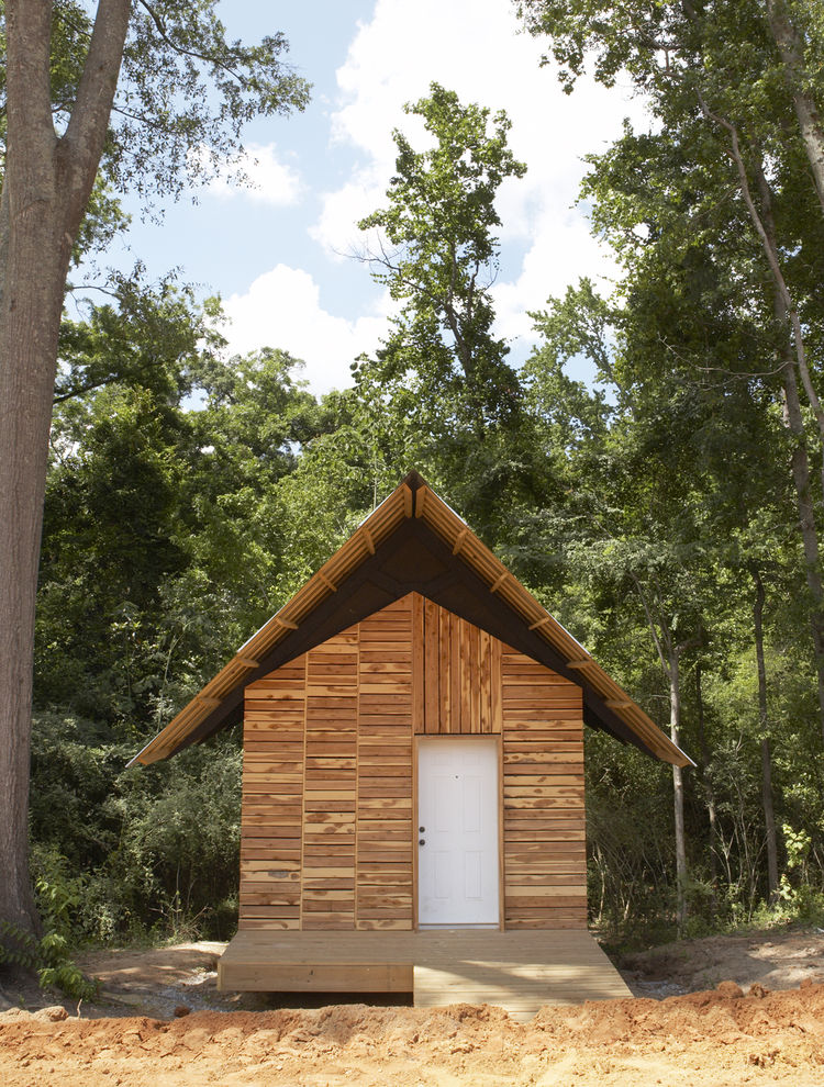 "<p>In the United States, design-build programs are gaining ground not only as the way to run an architecture practice but as a method by which to teach the trade as well. <a href=""http://www.auburn.edu"">Auburn University</a> is a frontrunner of this schoo"