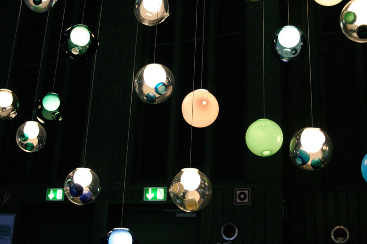 Vancouver-based light maker Omer Arbel is interested in process, when he creates his hand-made glass lamp baubles for Omer Arbel Office. OAO has its European office in Berlin.