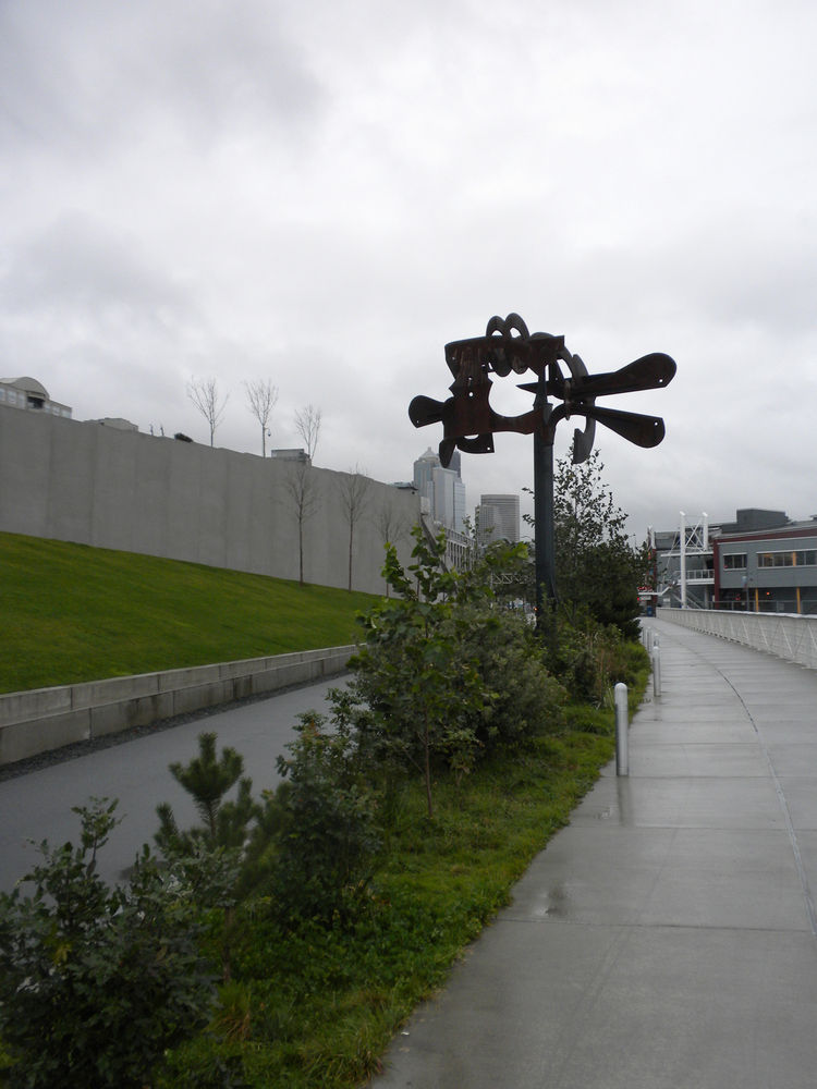 A ways down the path, I turned back to admire Mark di Suvero's <i>Schubert Sonata</a> sculpture, constructed in 1992 out of painted and unpainted steel.
