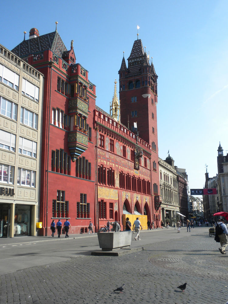 City Hall, which dates back to the 16th century, stands on one edge of the Marketplatz, an open square that is filled with farmers' market stands most days.