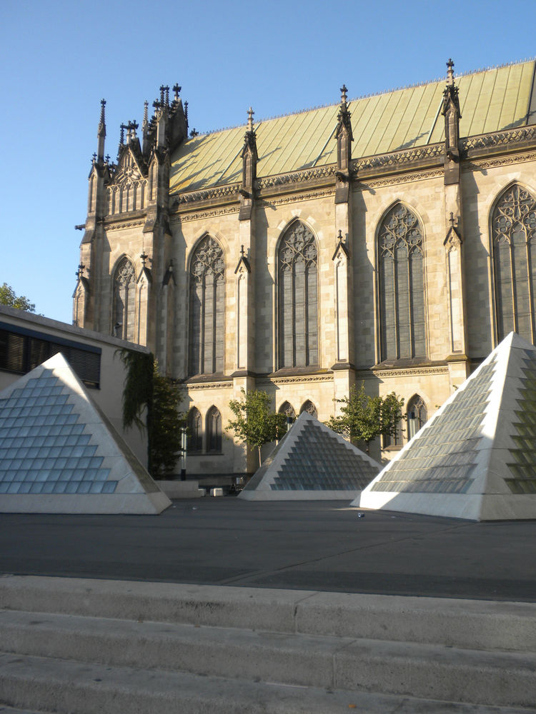 These pyramids on the other side of the Elisabethenkirche also offset the church's neo-Gothic architecture and reminded me of the pyramid at the Louvre.