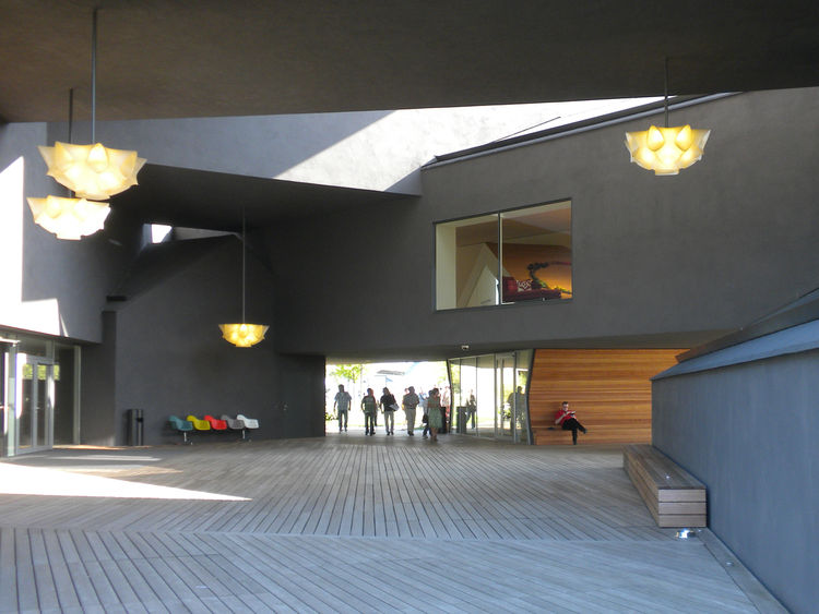 The sun-filled inner courtyard leads into the building via the doors at the left of the image and to the Lounge Chair Atelier through the doors to the right.