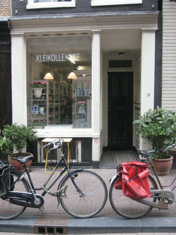 """I tabbed <a href=""""http://www.kleikollektief.nl/"""">Kleikollektief</a> in the Amsterdam Made by Hand book, but just happened to stumble upon it while wandering."""